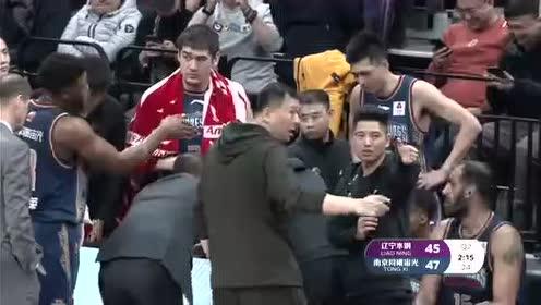 【回放】辽宁vs同曦第2节 师弟助攻韩德君战斧劈扣