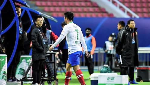 【战报】武汉卓尔2-1青岛黄海占先机 亚历山德里尼任意球破门
