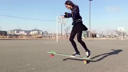 超美!韩国滑板女神人气旺 翩翩起舞大长腿吸睛
