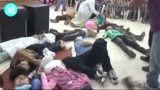 叙反对派让孩子表演被化武攻击称:给孩子带来