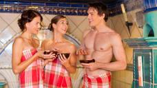 锵锵行天下丨奇葩:澡堂建的像酒吧,又开单身