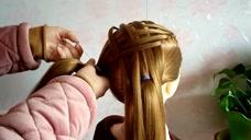 女儿头发少怎么办,给她这样扎头发,比同龄人