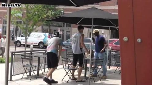 恶搞视频,国外小伙抽掉陌生人凳子,真的不怕