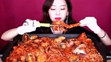 韩国姐姐直播吃麻辣海鲜咖,看着这么美味的食材,是向往的生活!
