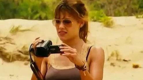 美女流浪到荒岛沙滩,不料查看相机后,瞬间脸色大变!