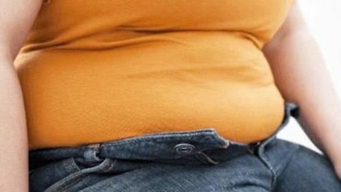 减肥是肚子很难减?教你一招,大蒜加它泡水喝,大肚腩轻松减掉