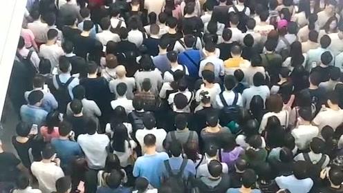 深圳高端人才聚集地,人山人海,长这么大还是第一次见真么多人!