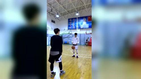 篮球:帽掉我队友的下场