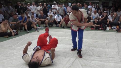 天津摔跤,张少华教练能摔又能逗,看这样的跤最有意思