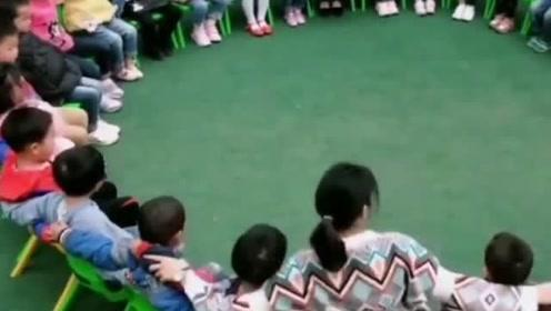 幼儿园演绎比赛排练,小朋友们都好整齐好可爱