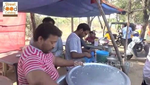 印度街头的快餐是这样的,咖喱搭配妙脆角手抓饭,看了你想吃吗