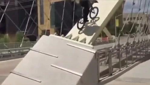 一个视频一辆自行车