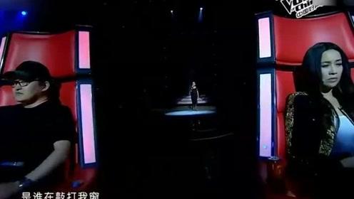 """中国好声音:魅惑爵士嗓太迷人,导师转过身,忍不住""""哇""""一声!"""