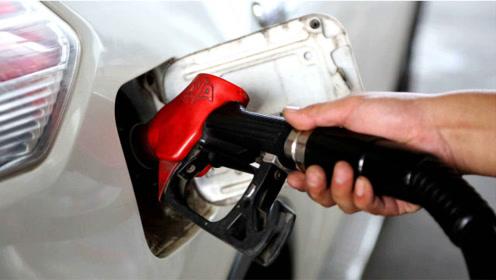 炎热的夏季,加满油的汽车在阳光下暴晒,汽油会从油箱盖溢出吗?