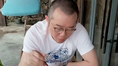 涂磊退出情感行业之后,专心投入家庭之中,在孩子幼儿园门口喝下午茶!