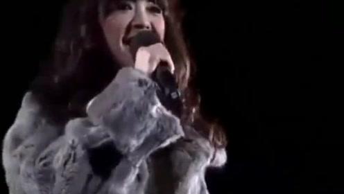 1989年她唱完这首歌就告别了歌坛,留下一首经典之作