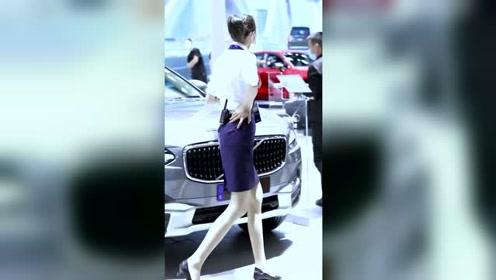 街拍穿搭:车展最开心的事就是看美女,男人都懂!