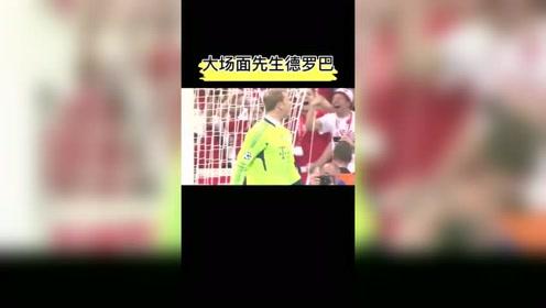 欧冠决赛切赫扑出3个点球,他和德罗巴一样本场表现可以封神!