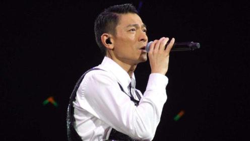 刘德华现场卖力演唱《谢谢你的爱》,唱哭台下无数粉丝!