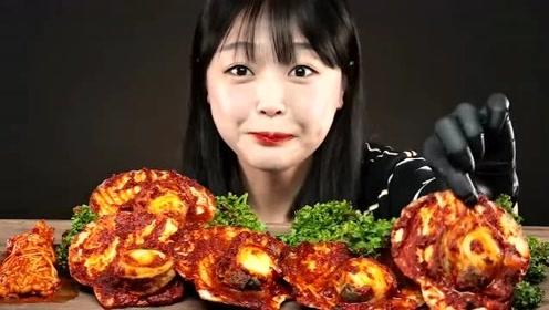 美食二倍速:小姐姐吃香辣扇贝肉,香辣金针菇,淋满辣酱汁,真过瘾