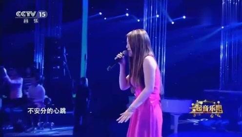 赵露演唱那么骄傲,让人听了为之动容,产生强烈的共鸣