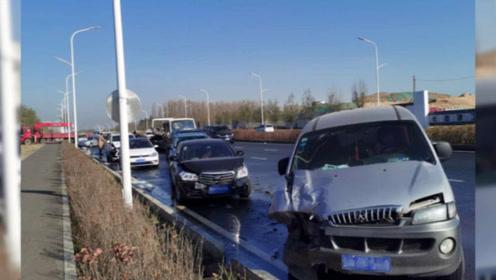 长春路面结冰发生交通事故 致40辆车不同程度受损