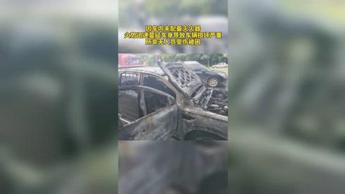 皮卡车行驶中车头突然起火,被烧得只剩车架