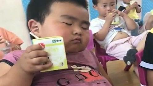 儿子第一天上幼儿园,老师就发来一段视频,我这脸都被你丢到家了