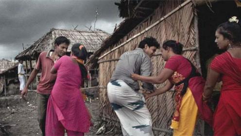 这个国家的女人,在路边随意释放天性,印度人都甘拜下风!