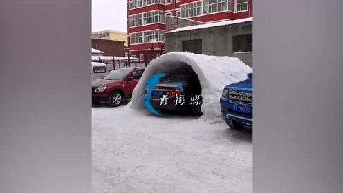 """黑龙江大哥连夜造""""车库""""!再也不怕积雪堆车了,只求车库不塌"""