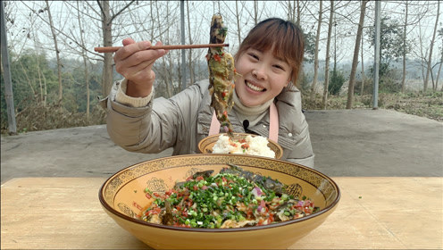 秋妹今天吃剁椒黄辣丁,酸辣爽口香嫩入味,和弟弟抢着吃太过瘾了