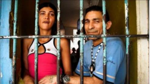 和男犯关在一起的印度女犯人,生活究竟有多恐怖?看后莫名的心疼