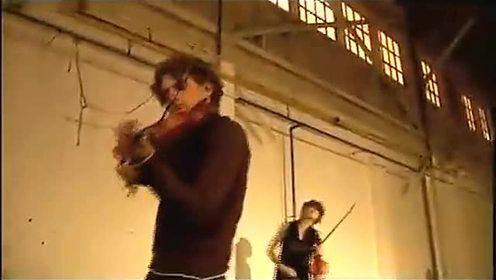 看看老外是怎样用小提琴玩《赛马》