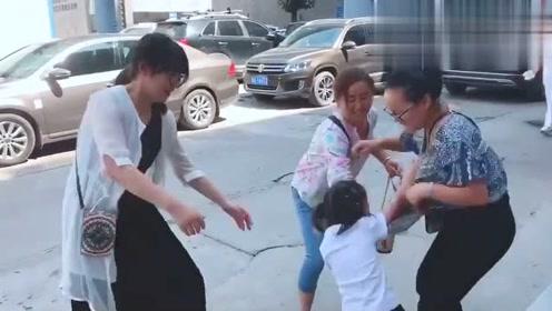 这是大人和小孩在打架吗?我居然看了好几遍!
