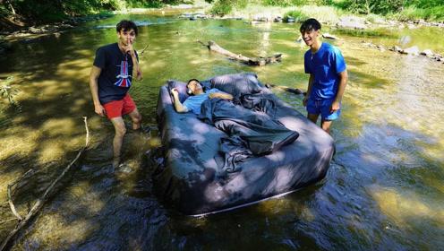 国外熊孩子双胞胎联手老妈恶搞老爸,老爸一觉睡醒就在河里飘着了