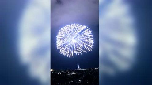 超大烟火秀,城市上空炸开一瞬间美爆了