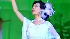 """知道女儿依萍在舞厅上班后,陆振华来到""""大上海"""",心情一言难尽"""