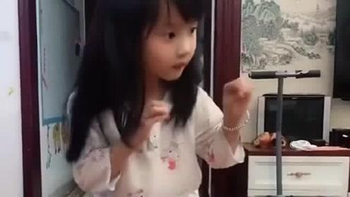 这个小美女太会表演,当看到她搞笑的表情,所
