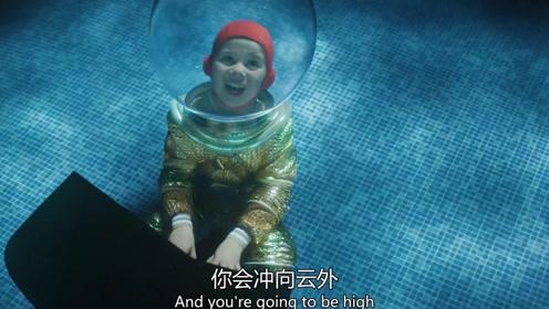 原来著名音乐家都这么练出来的,竟在海底弹钢琴