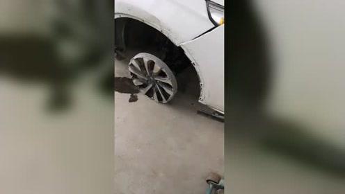 车开成这样真是个狠人,修车店老板都惊了!