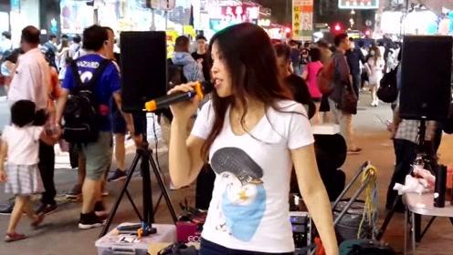 街头艺人小宇歌唱《明天你是否依然爱我》