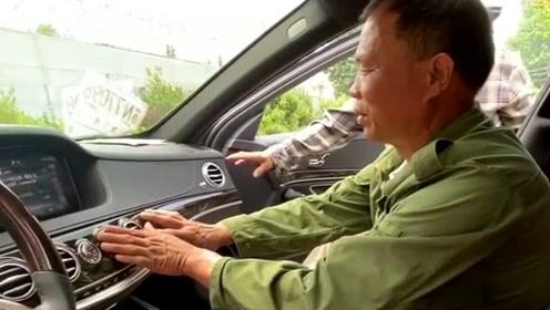 父亲花了20年培养我,如今我出人头地,给他买了辆全村最贵的车,为他长脸