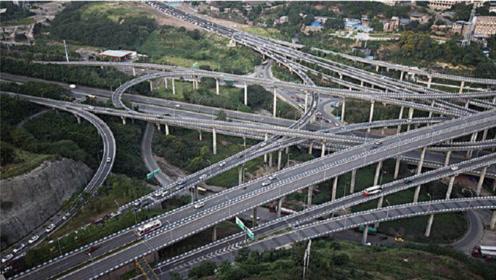 英国工程师第一次来中国重庆,刚上街就看愣了,发生了啥事?