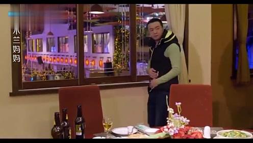 男孩给客人上菜,却发现客人竟是自己亲妈,亲妈却认不出他了!