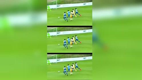武磊热身赛进球,状态不错,又是一次前插跑位