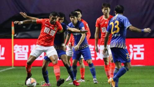 中超第13轮苏宁2-1恒大雨中对战恒大联赛首败双方激烈冲突郑智怒踢水瓶
