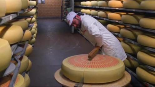 """色泽""""古老""""的干酪,3万元1个,切开后口水都忍不住了"""