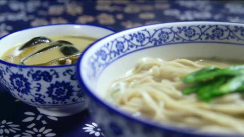 扬州人吃早餐,一大碗汤面配一小碗长鱼,鲜香美味,简直绝配