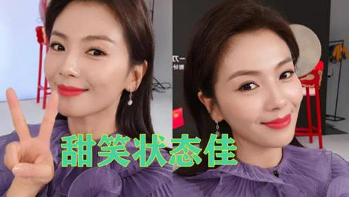 刘涛直播11小时后赶早班机自拍妆容精致甜笑状态