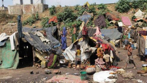 印度穷人过的有多艰难?在垃圾堆中讨生活